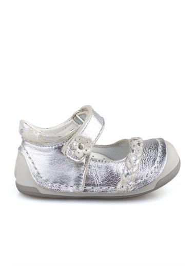 Cici Bebe Ayakkabı Cicibebe Deri Çiçek Tokalı Önü Ve Arkası Kapalı Cırtcırtlı Kız Çocuk Sandalet Gümüş